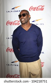 WOODLAND HILLS - JUN 2: Terrell Owens at the Grand Opening Celebrity VIP Reception of the FIRST SIGNATURE LA FITNESS CLUB on June 2, 2012 in Woodland Hills, California
