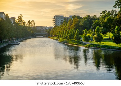 The Woodlands, Texas Waterway Square Town Center