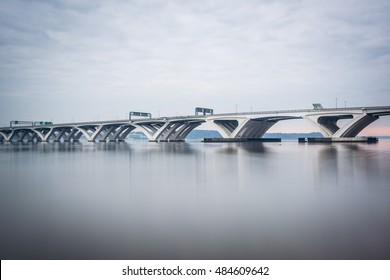 The Woodrow Wilson Bridge, over the Potomac River, seen from Alexandria, Virginia.