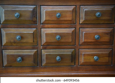The woods drawers with vintage style.