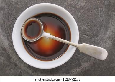 Sauce Worcestershire dans un plat