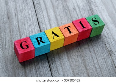 word gratis on colorful wooden cubes