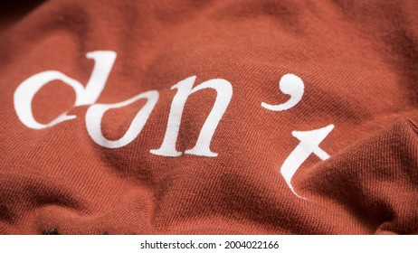 """""""don´t"""" word printed in brown cotton shirt"""