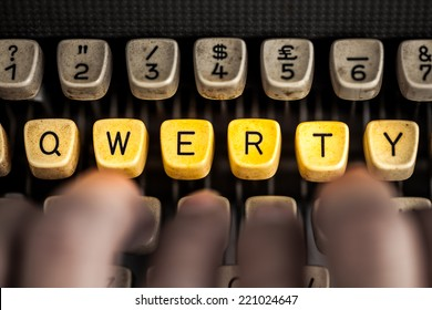 word qwerty on the old typewriter