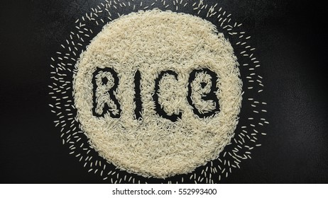 """The word """"rice"""" lined with white grains on a black background"""