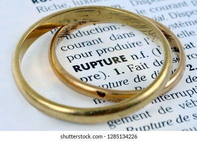 The word rupture written in French surrounded by an alliance