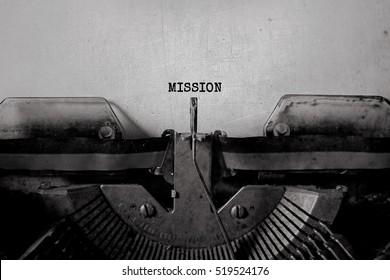 """Wörter """"Mission""""mit alter Schreibmaschine"""