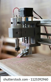 Work of the CNC machine tool on the wooden surface