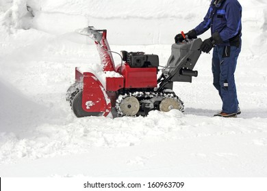 Work the removal snow with snow machines