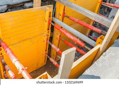 Work to replace underground communications with the use of sliding and trench equipment to support the ground