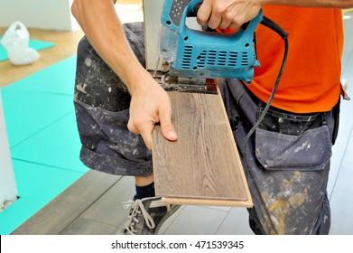 Worker carpenter unsafely doing laminate floor work