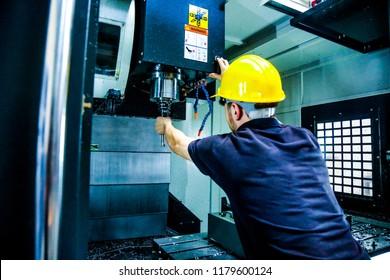 Worker Change CNC Machine Head
