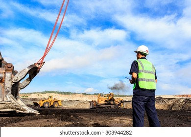 Worker in Pit at North of THAILAND