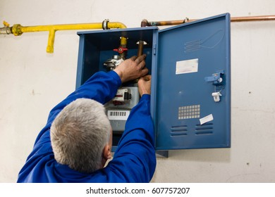 worker repaired a gas meter of methane