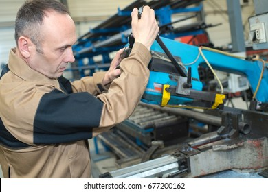 worker repairing a cutting knife