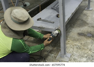 A worker is using steel grinding to grind the metal