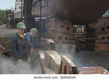 Workers Brigade puts the pile on the pier for the repair of small naval ships