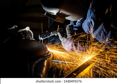 Workers are grooving with carbon welding wires.