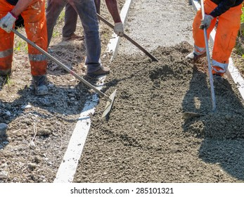 workers to work for the construction of a pavement