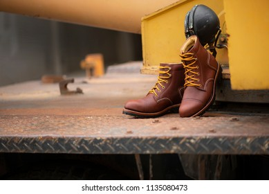 Men's working boots steel toe leather.