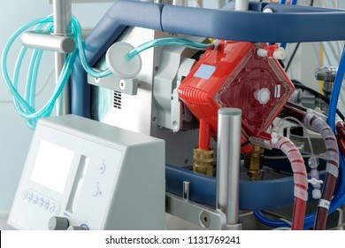 working ecmo machine in intensive care department
