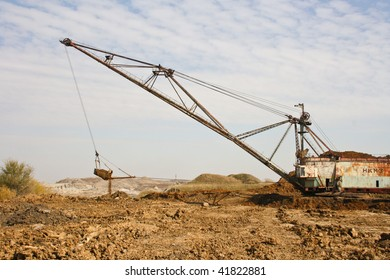 Working huge, walking dredge
