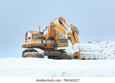 Working stop of construction machinery during the cold winter months