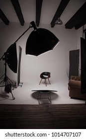 workplace photographer. photo studio in anticipation of the model. white cyclorama and phototechnics