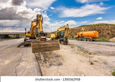 Works of repair and expansion of a road with different heavy machinery
