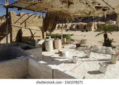 Workshop for the production of lime, Shibam, UNESCO World Heritage Site, Wadi Hadramaut, Yemen, Arabia, Arab peninsula, the Middle East