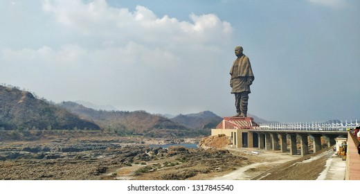 world biggest statue , statue of unity at Western part of india near bank of river the Narmada