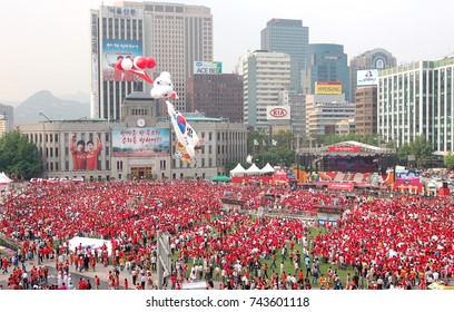 World Cup street cheering - Seoul Plaza, Seoul, Korea: June 13, 2006