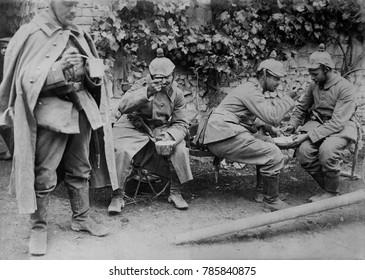 World War 1: Battle of Verdun. German artillery soldiers taking a meal break during their shelling of Verdun. Ca. 1915.
