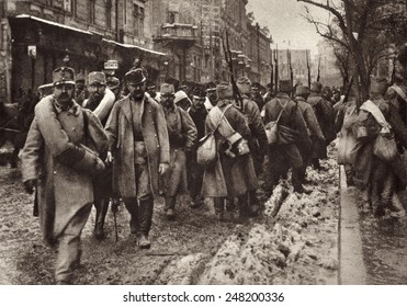 World War 1. Some of the 130,000 Austrians prisoners of war march by advancing Russian troops when Prezemysl was first taken by the Russian forces. Ca. 1914-15.