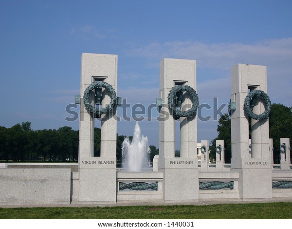 The World War II memorial in Washington DC with water fountains running