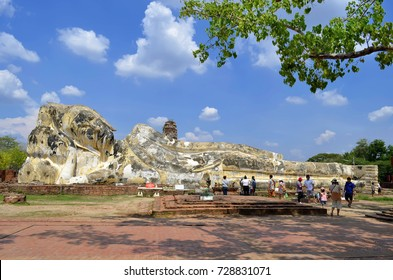 Worshippers at the reclining Buddha of Wat Lokayasutharam in Ayutthaya, Thailand - April 14th, 2017