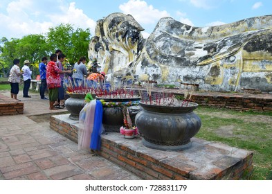 Worshippers at Wat Lokayasutharam in Ayutthaya, Thailand - April 14th, 2017