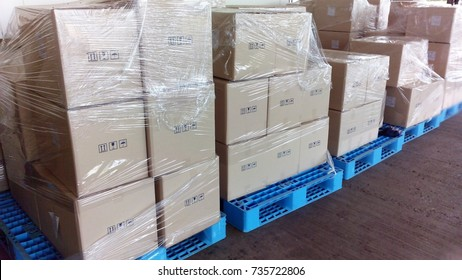 wrap plastic film on box to prevent moving box in logistics operation process
