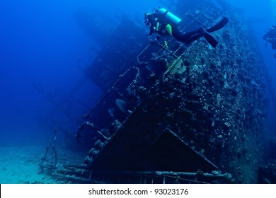 Wreck and divers of Red Sea