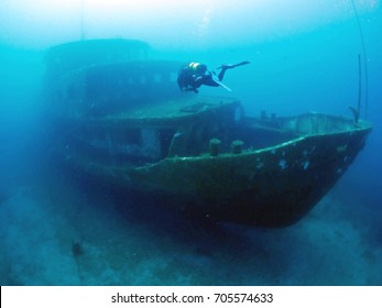 wreck diving underwater ship