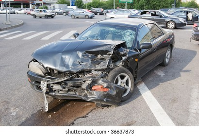 Wrecked car in the city, traffic background