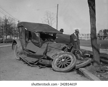 Wrecked car on Washington, D.C. road in 1922.