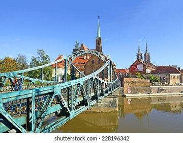 WROCLAW, POLAND - OCTOBER 27: Tumski Bridge on October 27, 2014. One of the oldest river crossings in Wroclaw, connecting Ostrow Tumski (Cathedral Island) with Wyspa Piastowa