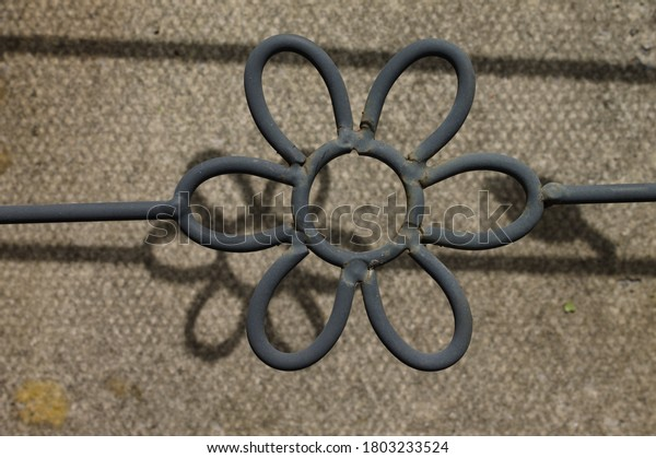 wrought-iron-flower-shape-shadows-600w-1