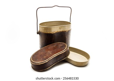 WW2 period Mess Kit / Signs engraved on the upper part of the pot mean the year (1942), method and quality of production, not a copyright or trademark protection.