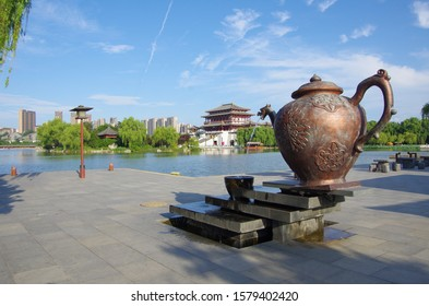 Xi 'an datang furong garden at night, is located in China's shaanxi province. The famous tourist scenic spot.Tang Paradise.