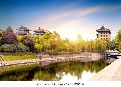 Xi'an City Wall ist die vollständigste alte Stadtmauer in China.
