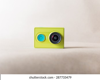 Xiaomi Yi action camera green color on brown paper