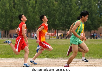 Xingtai city - China, May 2015: on May 14, 2015, baixiang county hold primary and middle school students track and field games. Unidentified students struggled on various projects, for the first.