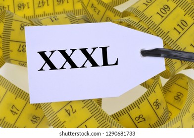 A xxxl label placed on a flexible seamstress meter